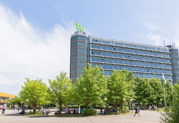 Ein Blick auf den Campus der TU Dortmund mit Mathetower
